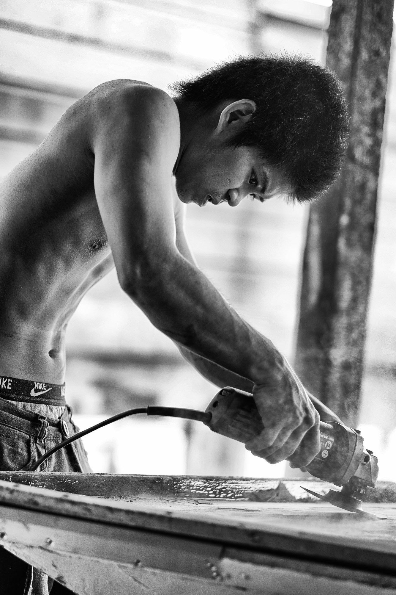 BRUNEI borneo street photography worker man