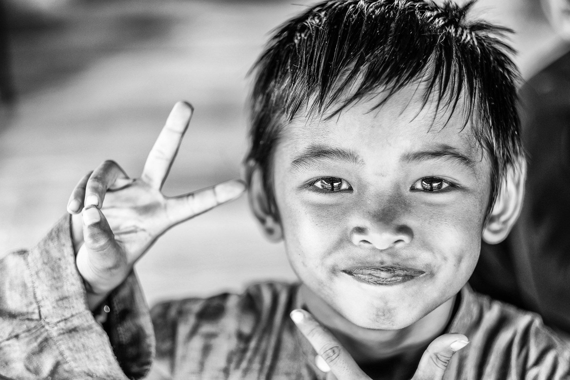 BRUNEI borneo street photography kid boy