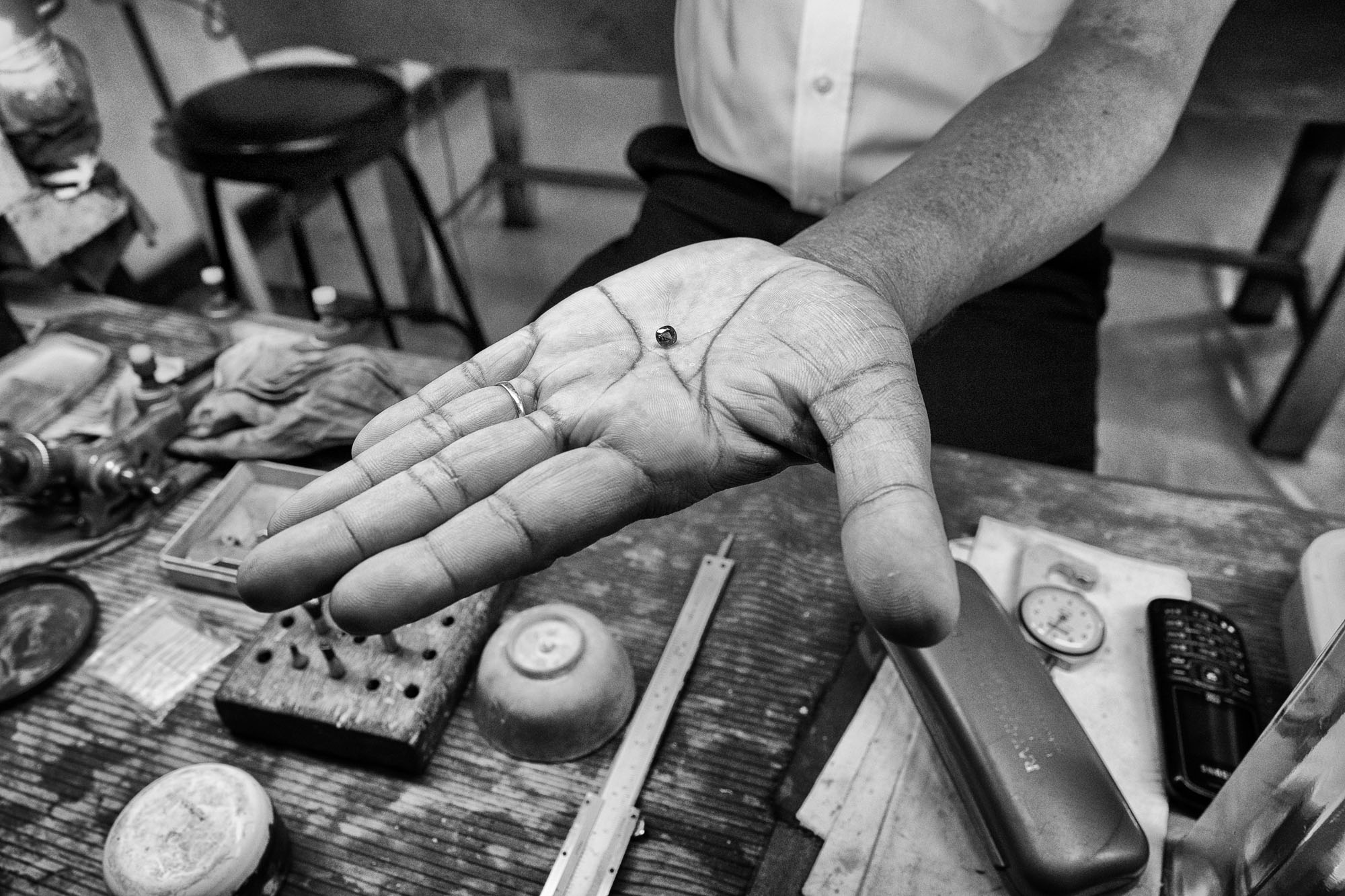 GEMS Sapphire CRAFTING sri lanka ceylon Ruby stones jewelery