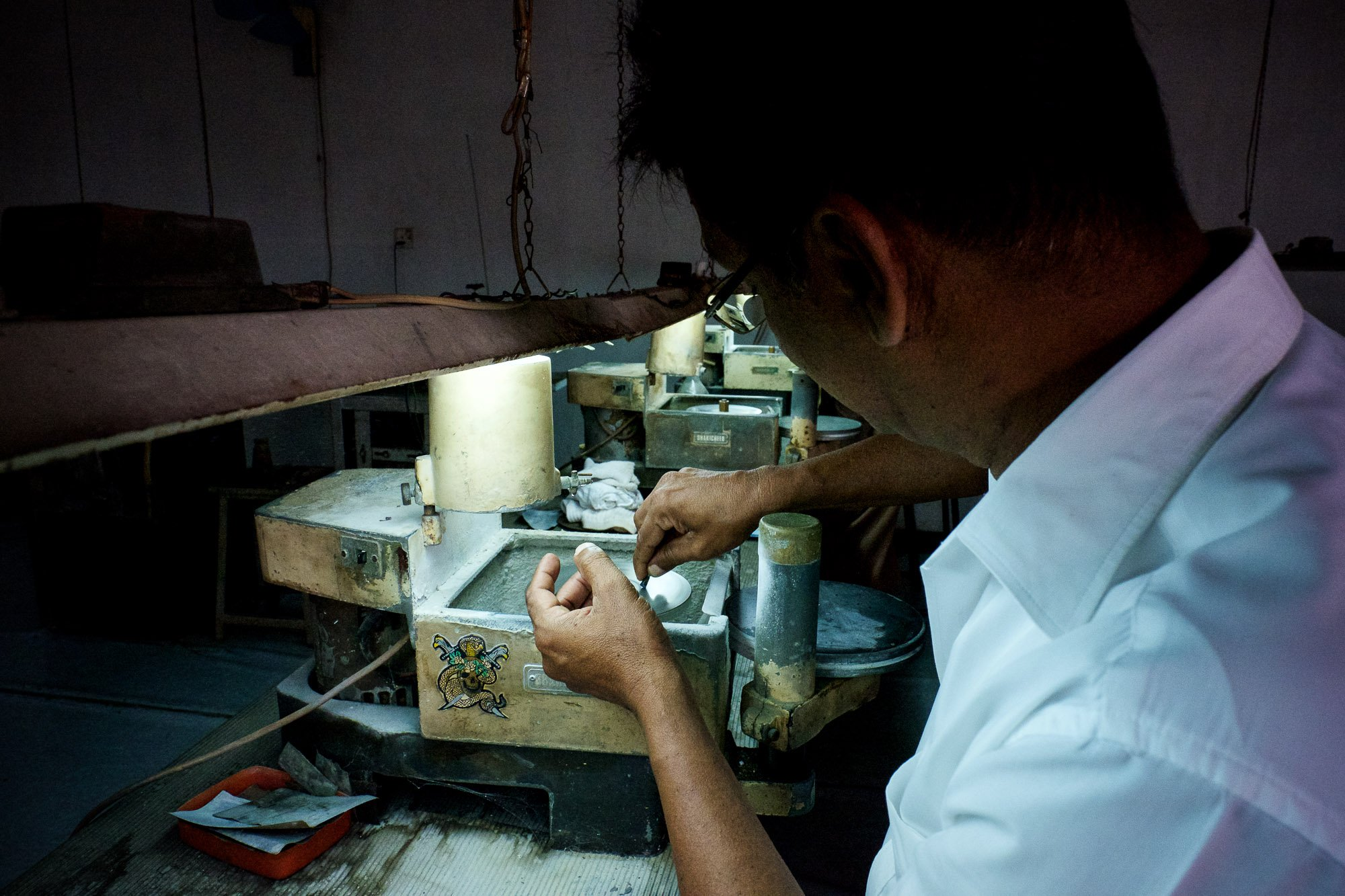 GEMS crafting Sapphire CRAFTING sri lanka ceylon Ruby stones jewelery polishing