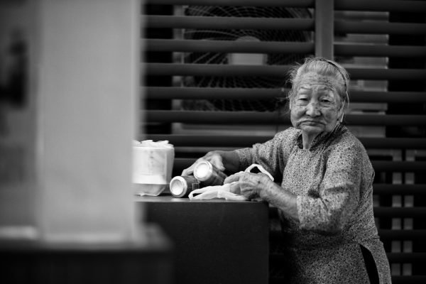 china town chinatown lady SINGAPORE sg street photography photographer asia