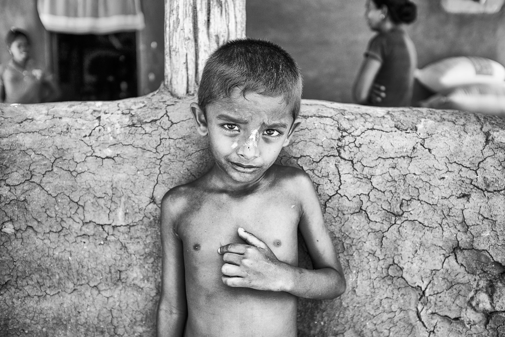 Vadda sri lanka indingenous group people photography - veddas photograph kid looking to the camera