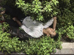 FUJIKINA - FUJIFILM 2017 - Tokyo Japan nap drunk street sleep