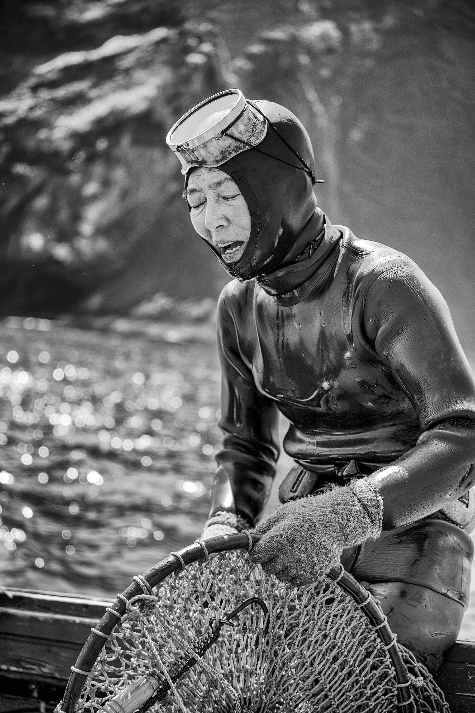 haenyeo women divers jeju island south korea mermaid of the sea photography photo photograph ocean dive sea food photographer video underwater haenyo 해녀