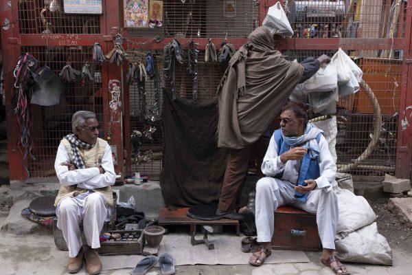 men India New Delhi street photography Photographer Jose Jeuland FUJIFILM GFX50R travel shop