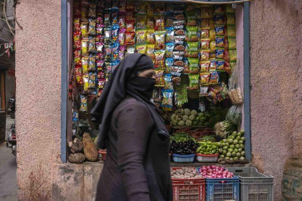muslim women India New Delhi street photography Photographer Jose Jeuland FUJIFILM GFX50R travel