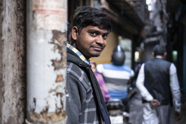 man look India New Delhi street photography Photographer Jose Jeuland FUJIFILM GFX50R travel