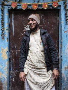 man smile India New Delhi street photography Photographer Jose Jeuland FUJIFILM GFX50R travel
