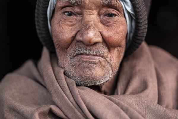 portrait man India New Delhi street photography Photographer Jose Jeuland FUJIFILM GFX50R travel