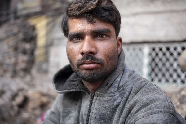 portrait man India New Delhi street photography Photographer Jose Jeuland FUJIFILM GFX50R travel