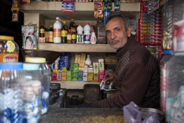 convenient store man India New Delhi street photography Photographer Jose Jeuland FUJIFILM GFX50R travel