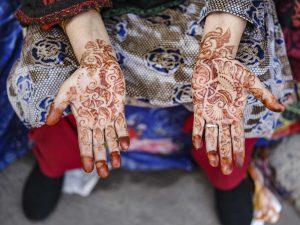 hands hena India New Delhi street photography Photographer Jose Jeuland FUJIFILM GFX50R travel