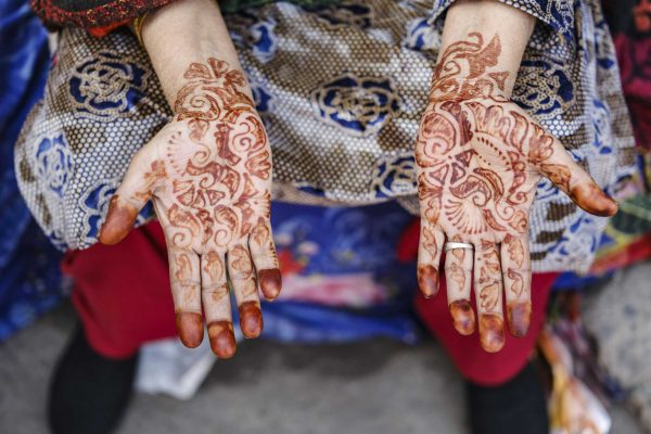 hands hena India New Delhi street photography Photographer Jose Jeuland FUJIFILM GFX50R travel
