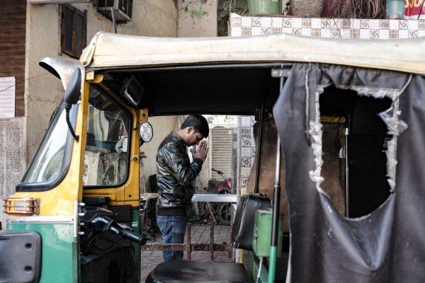 praying hindi India New Delhi street photography Photographer Jose Jeuland FUJIFILM GFX50R travel taxis