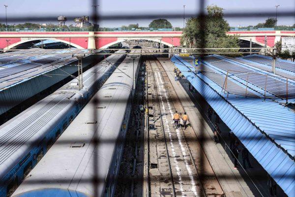 train station India New Delhi street photography Photographer Jose Jeuland FUJIFILM GFX50R travel