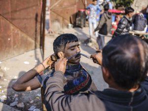 barber India New Delhi street photography Photographer Jose Jeuland FUJIFILM GFX50R travel