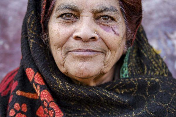 portrait woman India New Delhi street photography Photographer Jose Jeuland FUJIFILM GFX50R travel