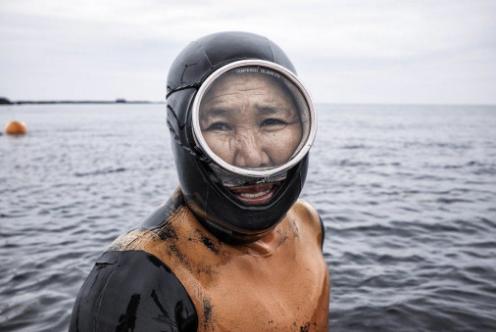 Haneye diver Jeju Commercial Editorial Portraiture Documentary Photographer fujifilm Director Singapore Jose Jeuland photography fashion
