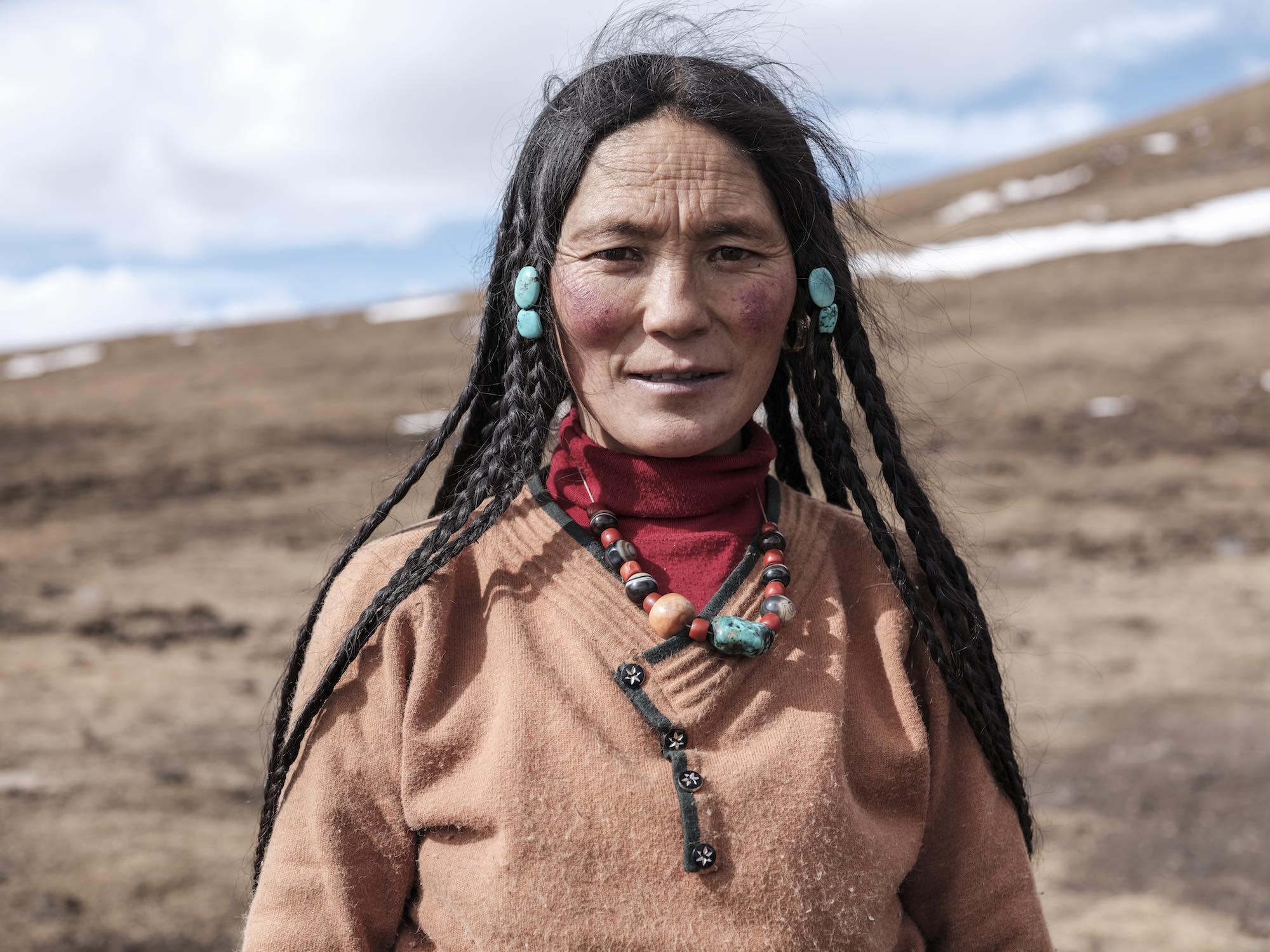 tibet lady chengdu Commercial Editorial Portraiture Documentary Photographer fujifilm Director Singapore Jose Jeuland photography fashion street mountain