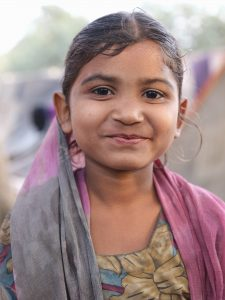 kid little girl portrait pilgrims Kumbh mela 2019 India Allahabad Prayagraj Ardh hindu religious Festival event rivers photographer jose jeuland photography