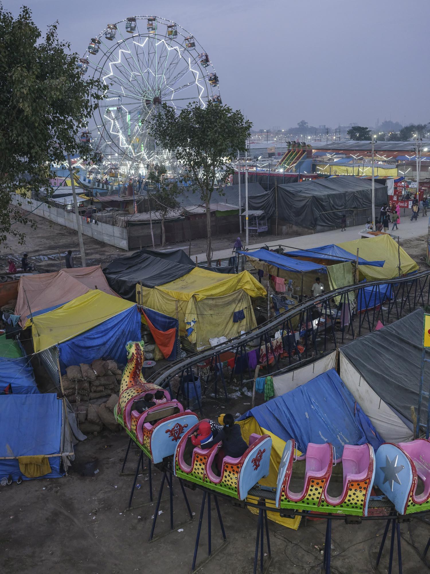 fair party big wheel pilgrims Kumbh mela 2019 India Allahabad Prayagraj Ardh hindu religious Festival event rivers photographer jose jeuland photography