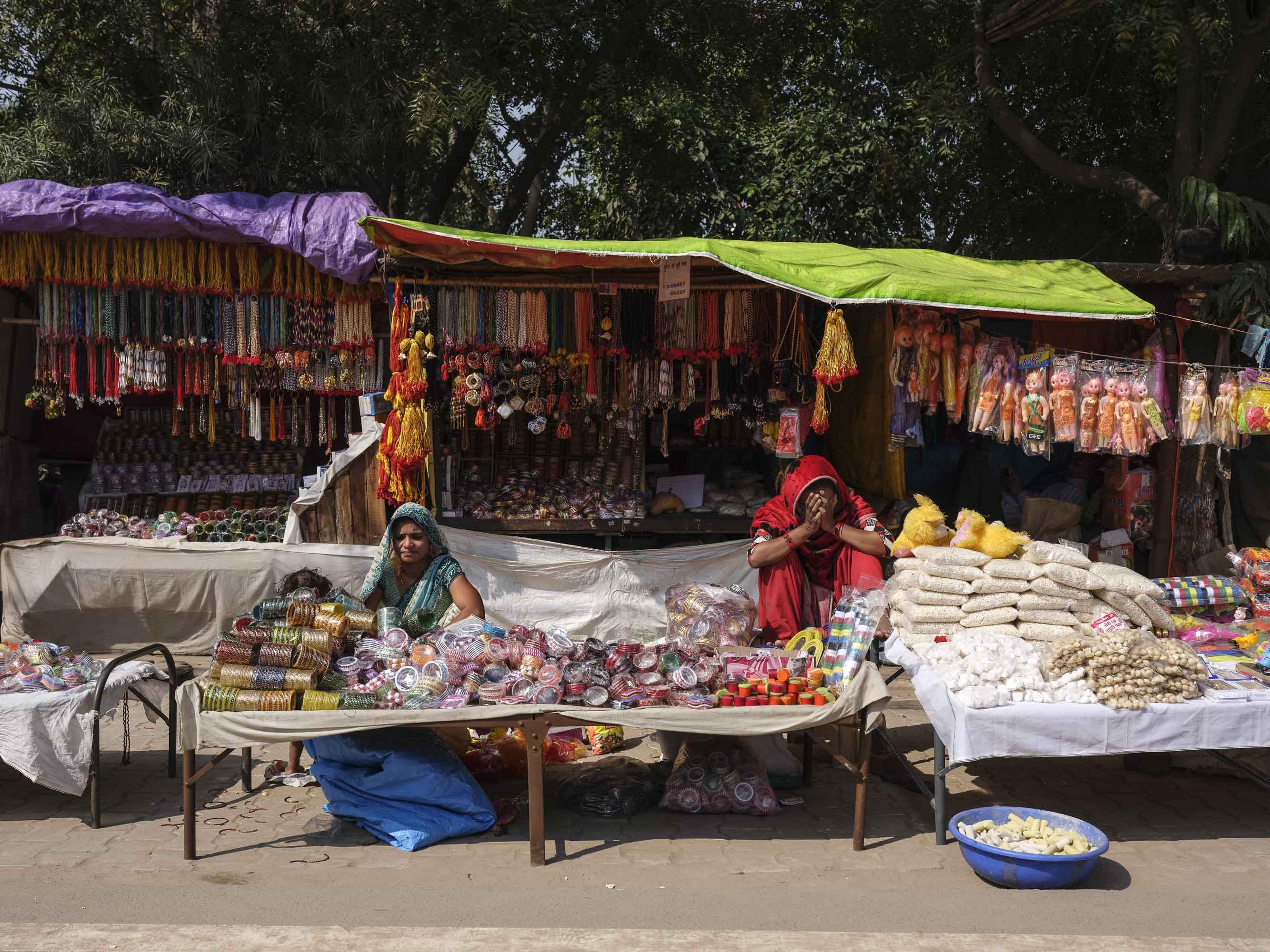 market store camp pilgrims Kumbh mela 2019 India Allahabad Prayagraj Ardh hindu religious Festival event rivers photographer jose jeuland photography