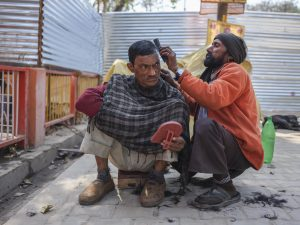 hair cut men camp pilgrims Kumbh mela 2019 India Allahabad Prayagraj Ardh hindu religious Festival event rivers photographer jose jeuland photography