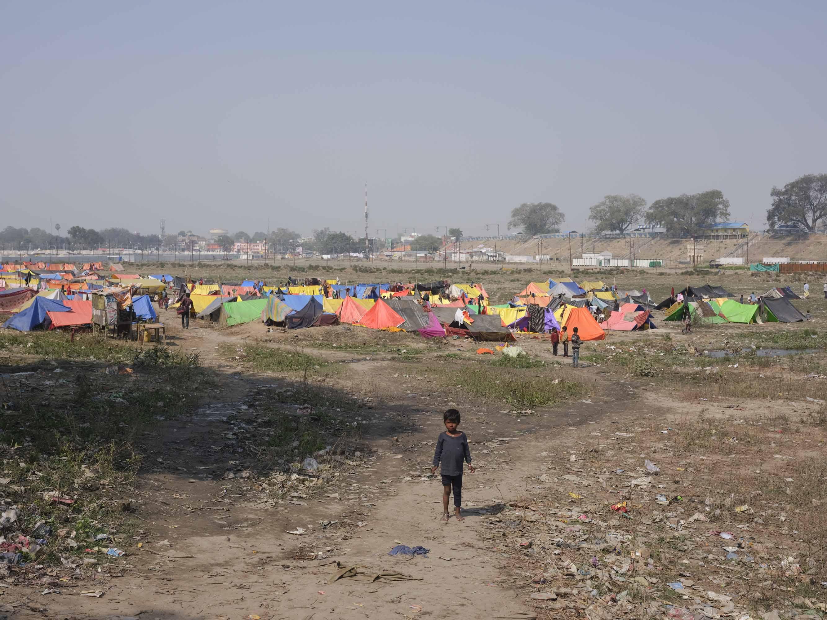 kid camp tent pilgrims Kumbh mela 2019 India Allahabad Prayagraj Ardh hindu religious Festival event rivers photographer jose jeuland photography