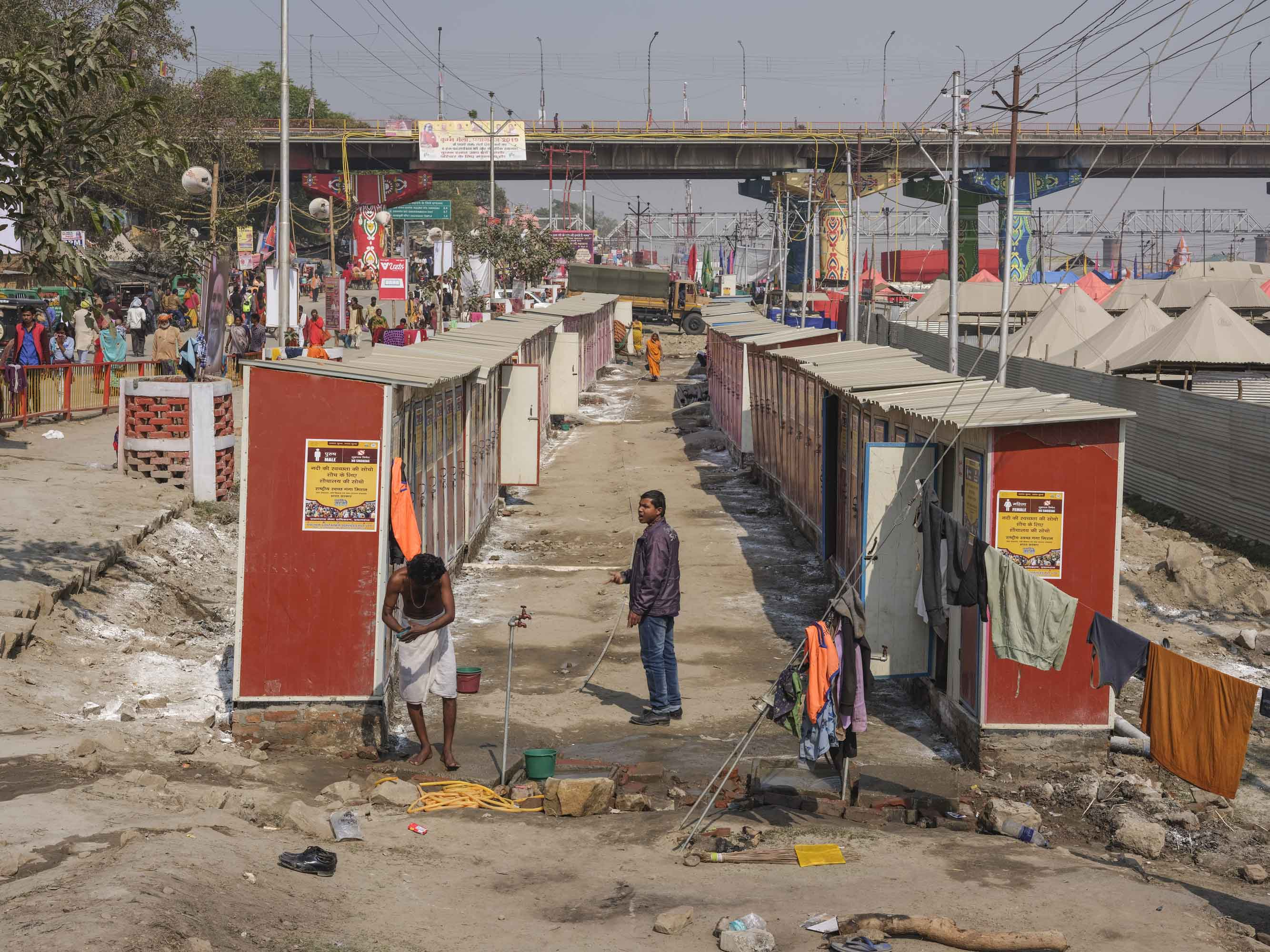 a lot of toilet pilgrims Kumbh mela 2019 India Allahabad Prayagraj Ardh hindu religious Festival event rivers photographer jose jeuland photography