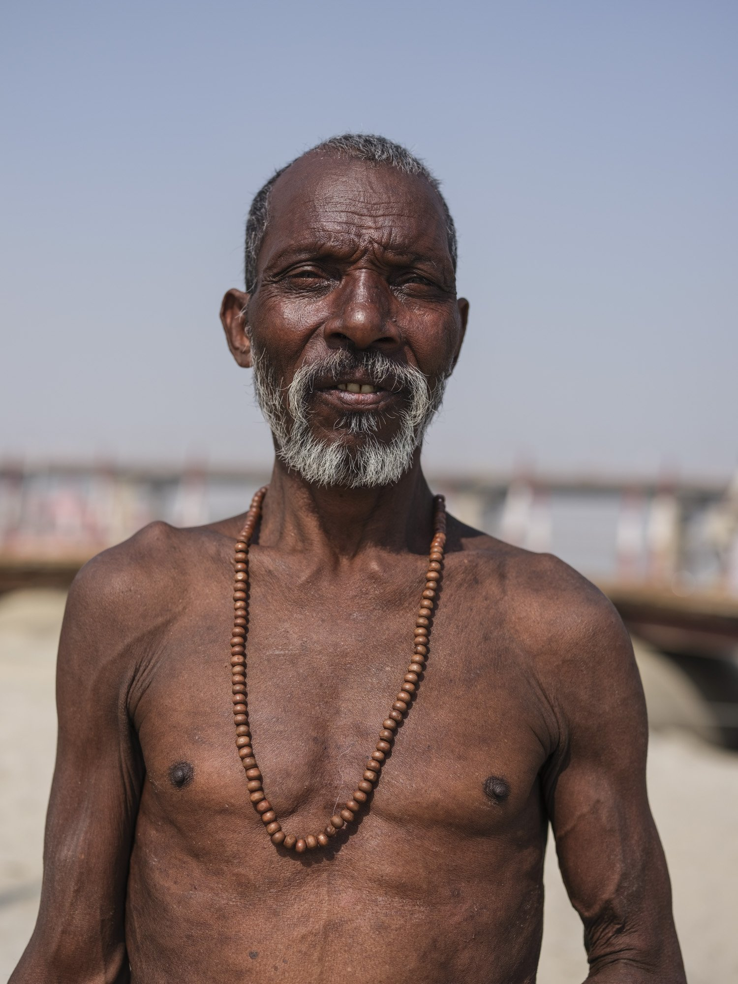 fit man pilgrims Kumbh mela 2019 India Allahabad Prayagraj Ardh hindu religious Festival event rivers photographer jose jeuland photography