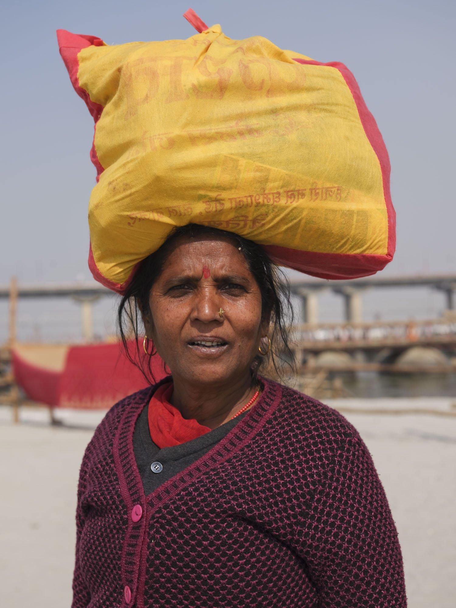 bag on the head pilgrims Kumbh mela 2019 India Allahabad Prayagraj Ardh hindu religious Festival event rivers photographer jose jeuland photography