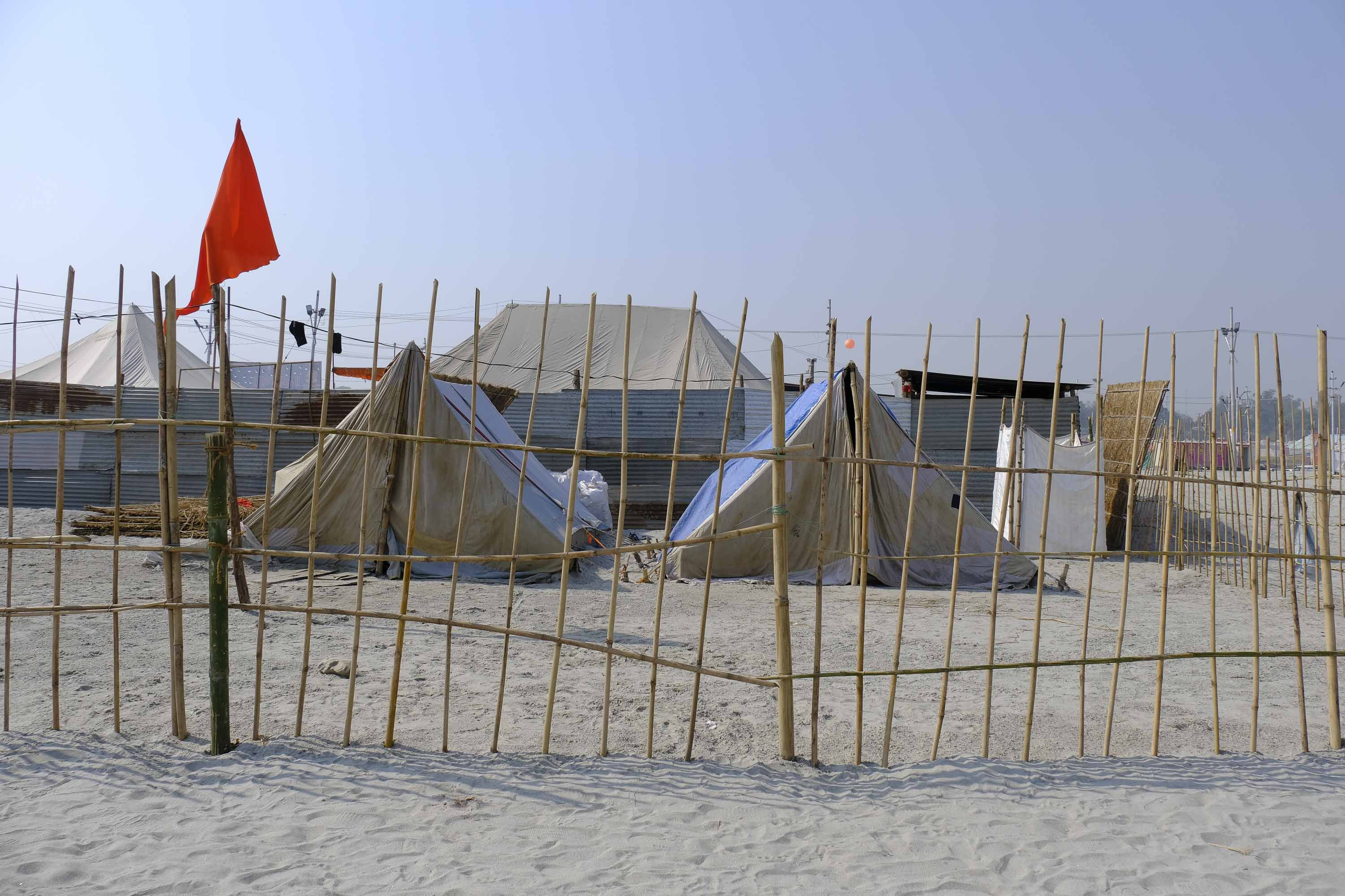 camp tent sleeping place pilgrims Kumbh mela 2019 India Allahabad Prayagraj Ardh hindu religious Festival event rivers photographer jose jeuland photography
