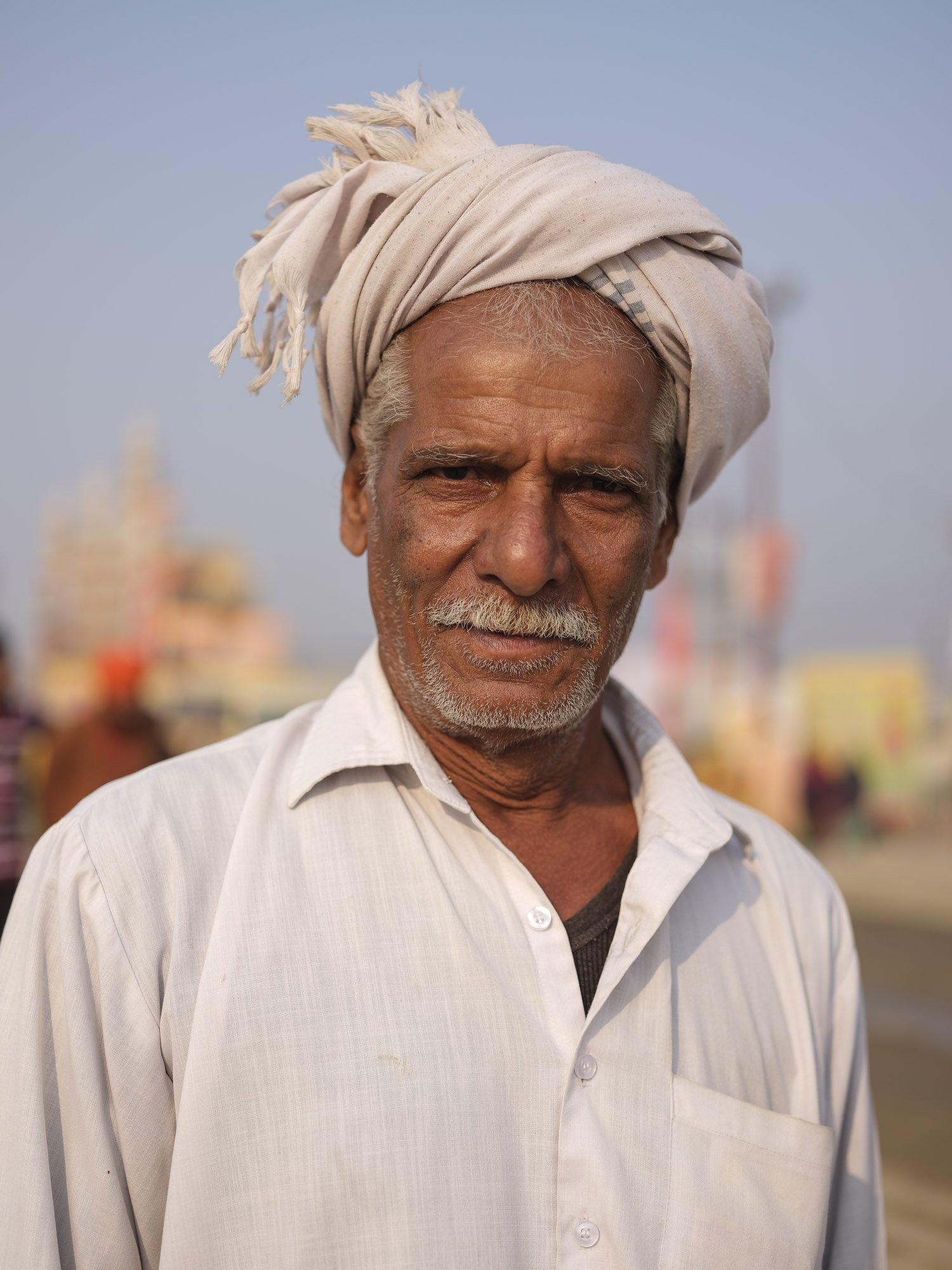 portrait pilgrims Kumbh mela 2019 India Allahabad Prayagraj Ardh hindu religious Festival event rivers photographer jose jeuland photography
