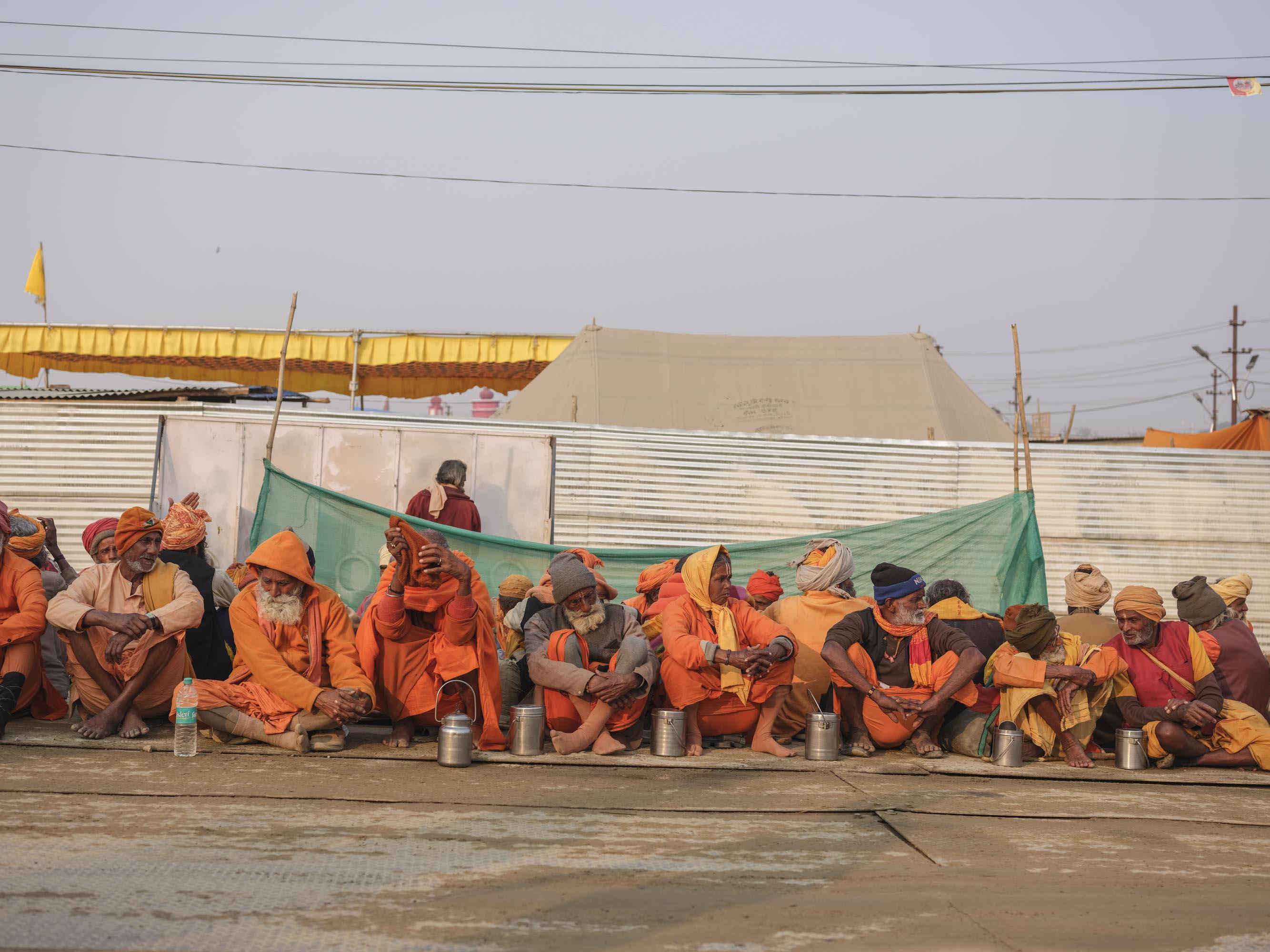 offering meal temple people pilgrims Kumbh mela 2019 India Allahabad Prayagraj Ardh hindu religious Festival event rivers photographer jose jeuland photography