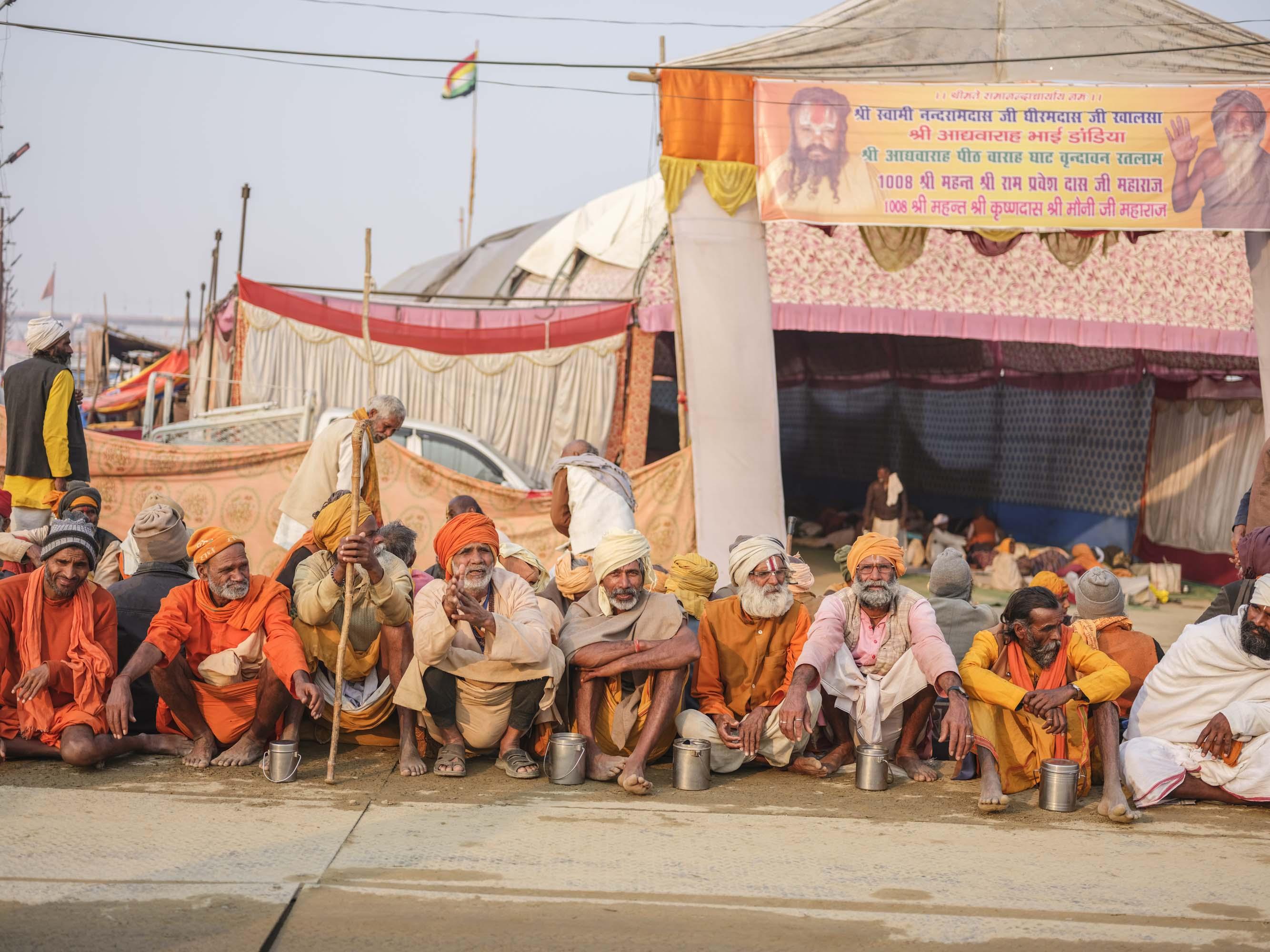 waiting for free food and mail camp pilgrims Kumbh mela 2019 India Allahabad Prayagraj Ardh hindu religious Festival event rivers photographer jose jeuland photography temple