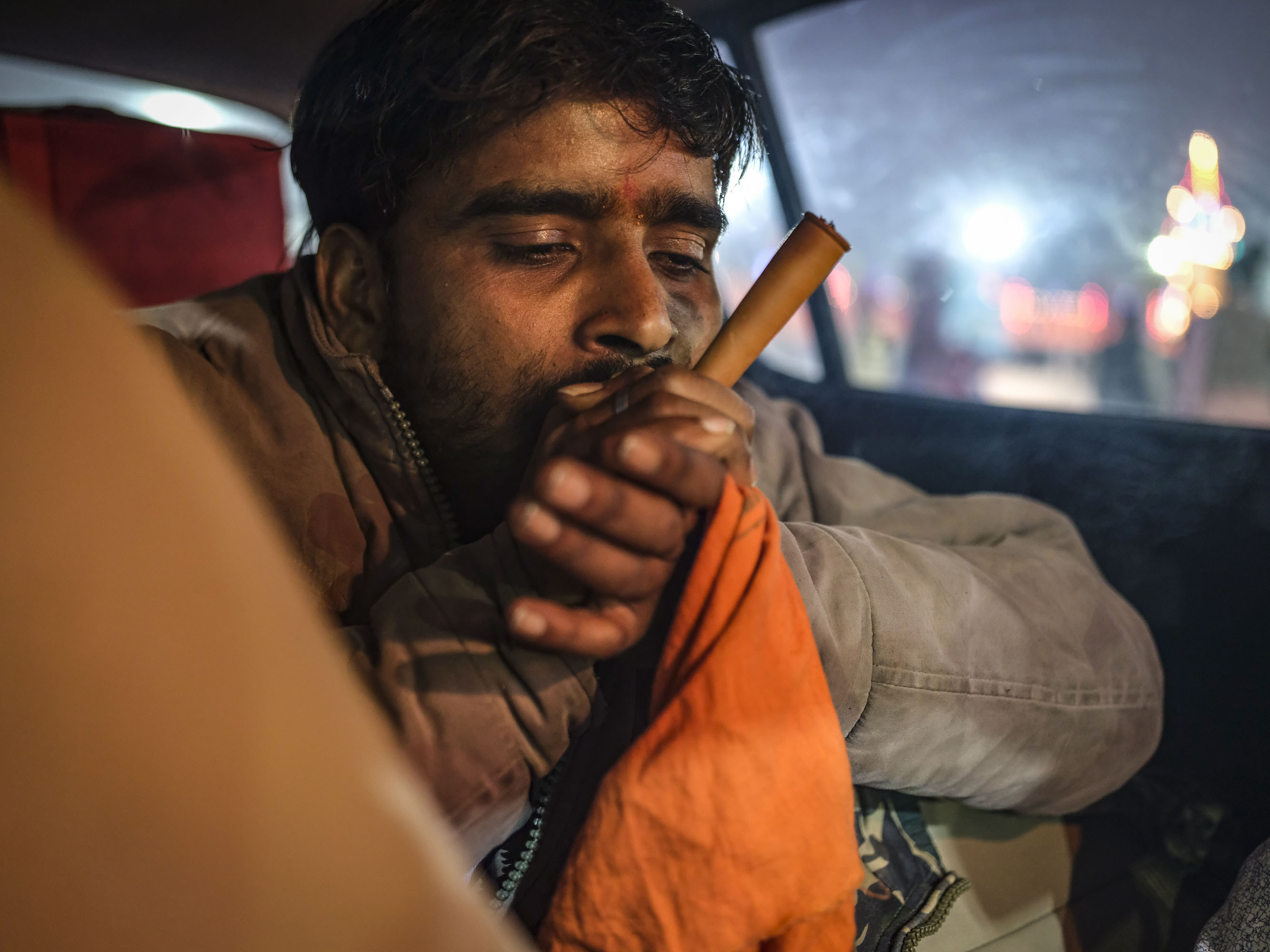 smoking weed smoke man pilgrims Kumbh mela 2019 India Allahabad Prayagraj Ardh hindu religious Festival event rivers photographer jose jeuland photography