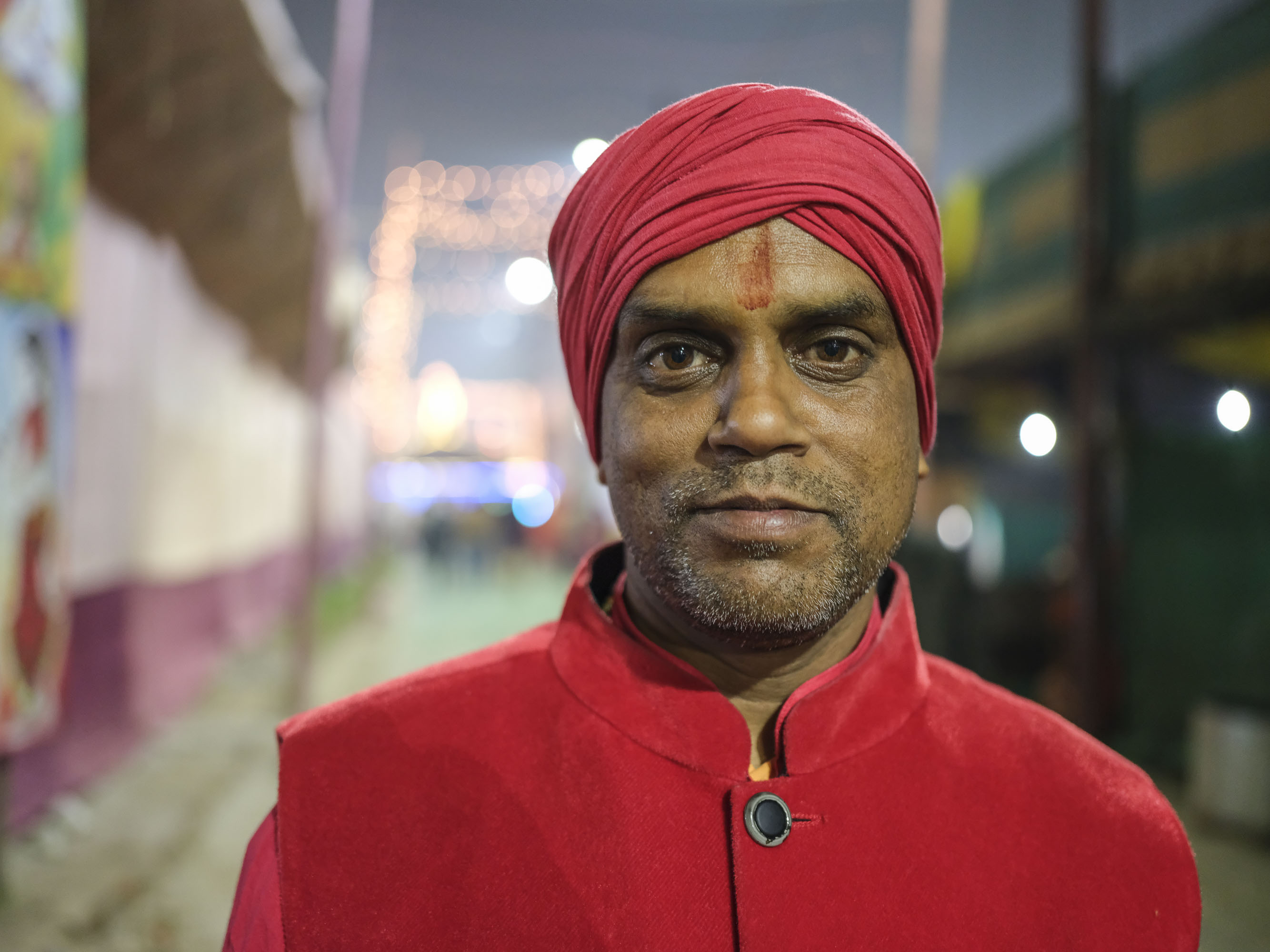 night portrait man pilgrims Kumbh mela 2019 India Allahabad Prayagraj Ardh hindu religious Festival event rivers photographer jose jeuland photography