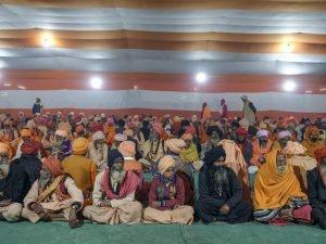 free mail by the temple offrande pilgrims Kumbh mela 2019 India Allahabad Prayagraj Ardh hindu religious Festival event rivers photographer jose jeuland photography