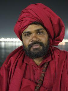 night baba red clothing pilgrims Kumbh mela 2019 India Allahabad Prayagraj Ardh hindu religious Festival event rivers photographer jose jeuland photography