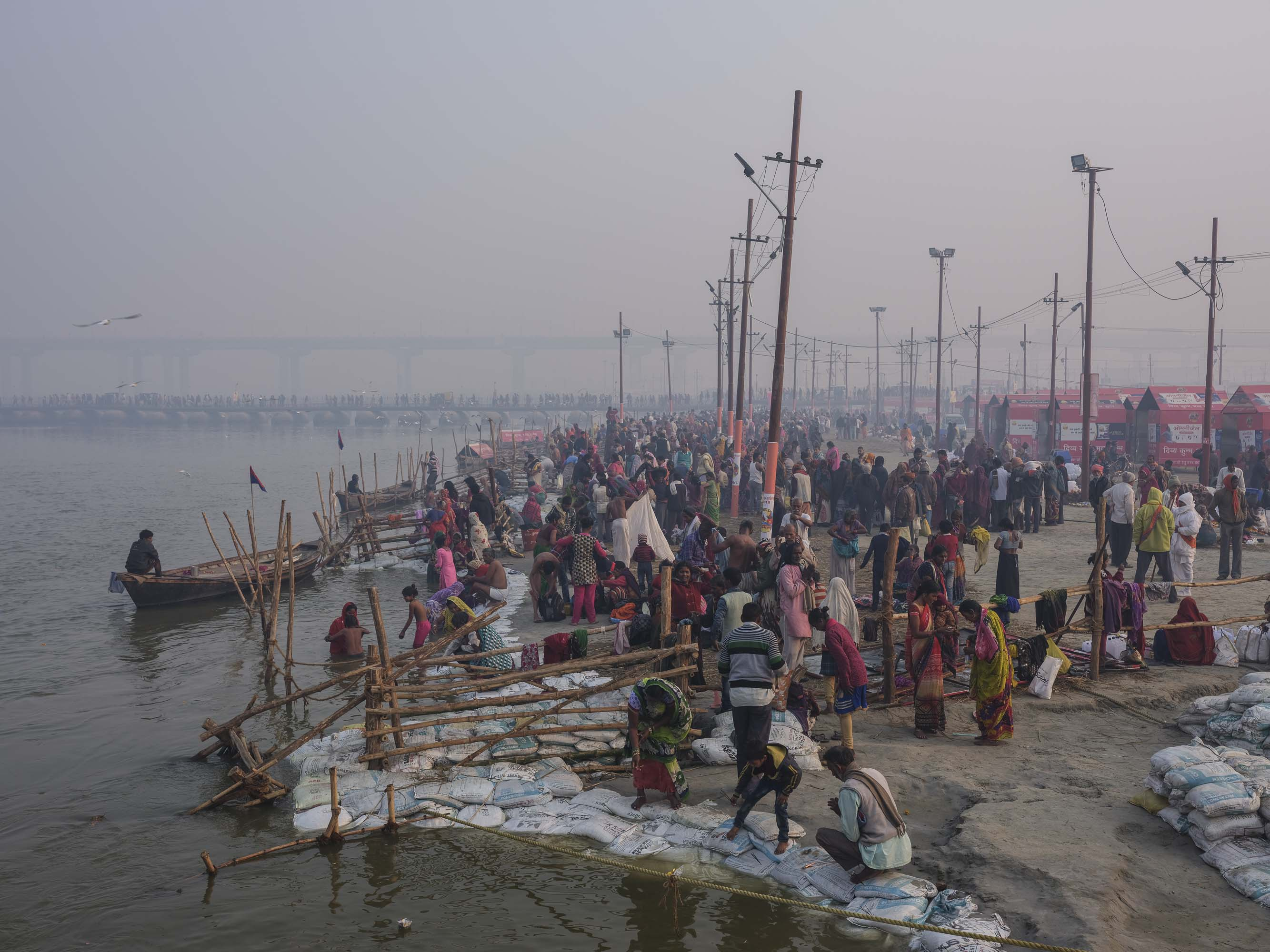 very early morning celebration bath pilgrims Kumbh mela 2019 India Allahabad Prayagraj Ardh hindu religious Festival event rivers photographer jose jeuland photography