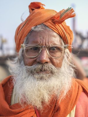 portrait man specs broken orange pilgrims Kumbh mela 2019 India Allahabad Prayagraj Ardh hindu religious Festival event rivers photographer jose jeuland photography