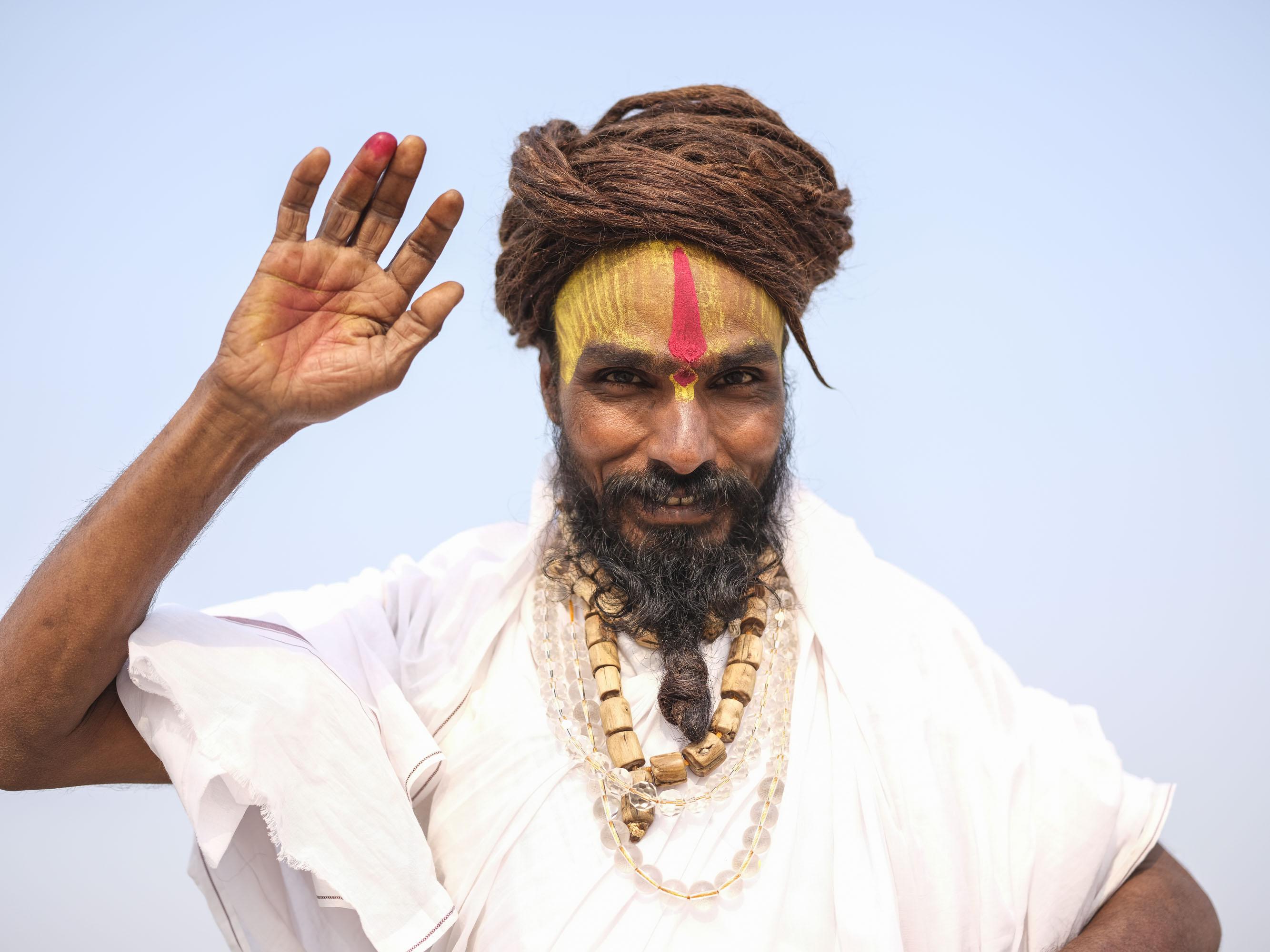 rasta man baba young pilgrims Kumbh mela 2019 India Allahabad Prayagraj Ardh hindu religious Festival event rivers photographer jose jeuland photography