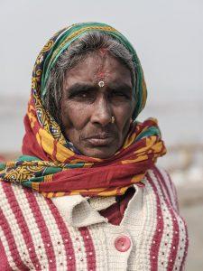 lady pilgrims Kumbh mela 2019 India Allahabad Prayagraj Ardh hindu religious Festival event rivers photographer jose jeuland photography