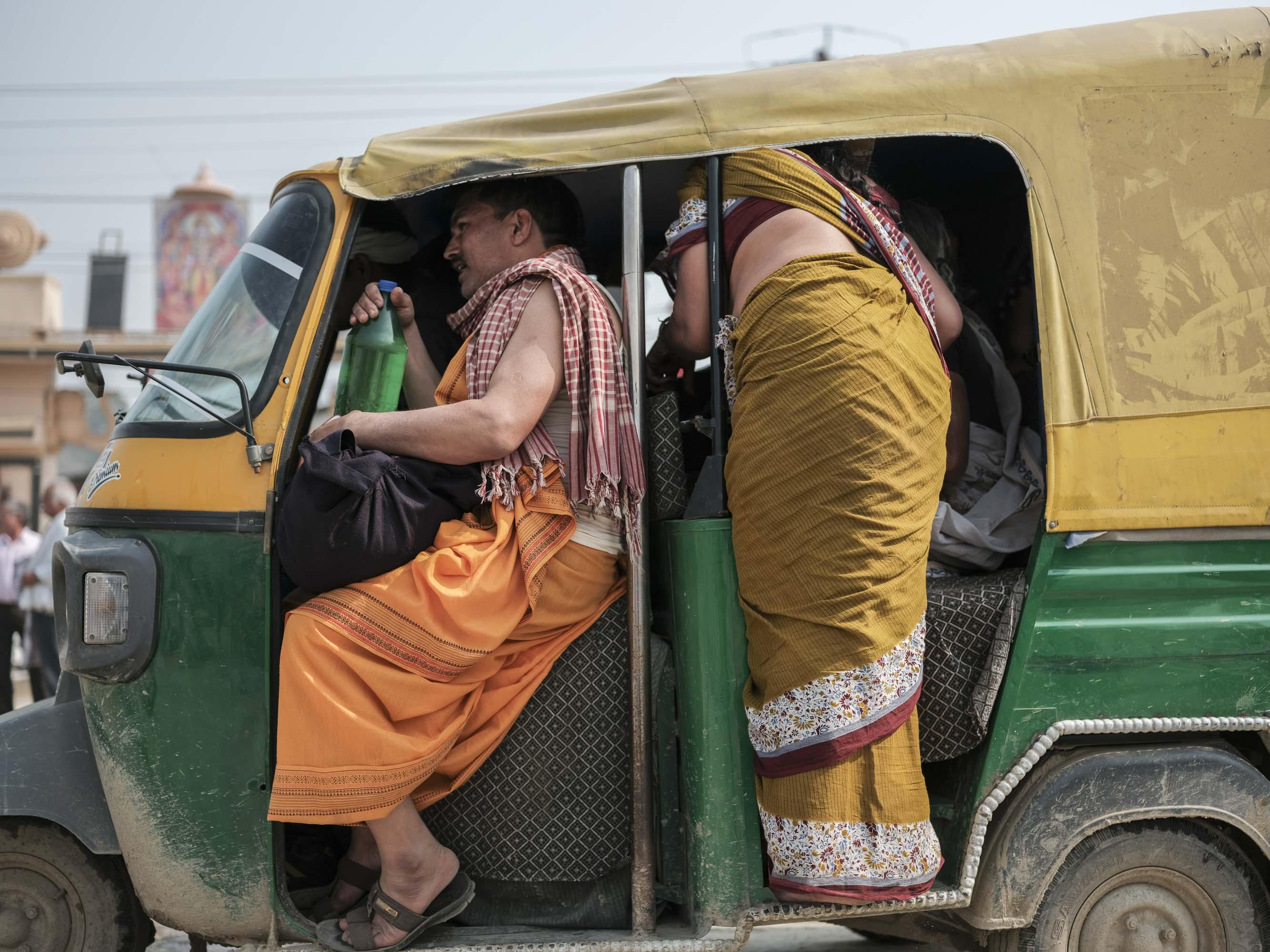 tuk tuk taxis pilgrims Kumbh mela 2019 India Allahabad Prayagraj Ardh hindu religious Festival event rivers photographer jose jeuland photography