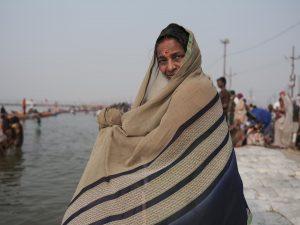 women sari bath pilgrims Kumbh mela 2019 India Allahabad Prayagraj Ardh hindu religious Festival event rivers photographer jose jeuland photography