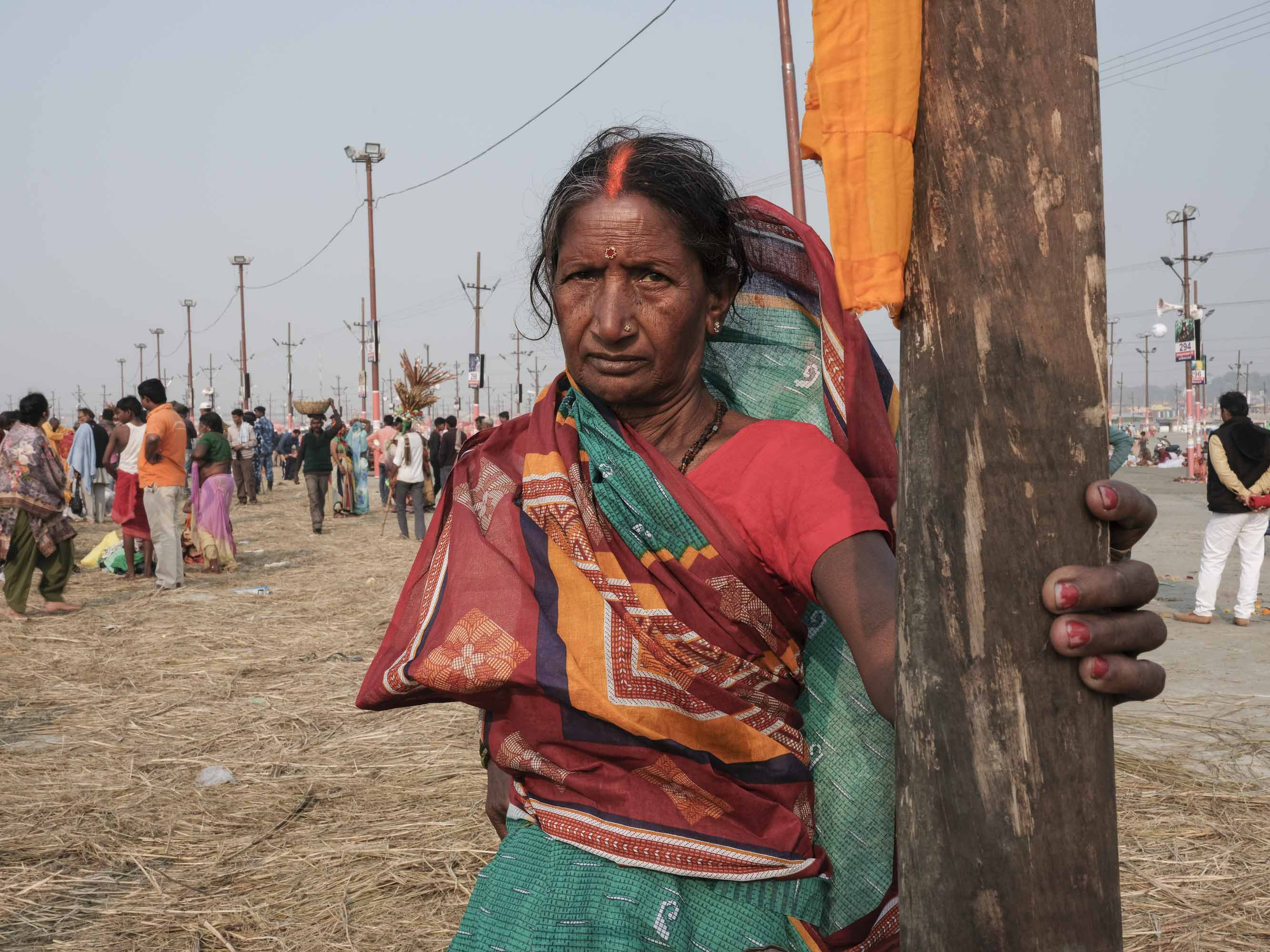 portrait lady sari pilgrims Kumbh mela 2019 India Allahabad Prayagraj Ardh hindu religious Festival event rivers photographer jose jeuland photography