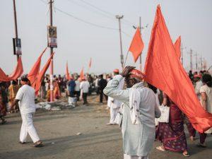 orange flag pilgrims Kumbh mela 2019 India Allahabad Prayagraj Ardh hindu religious Festival event rivers photographer jose jeuland photography