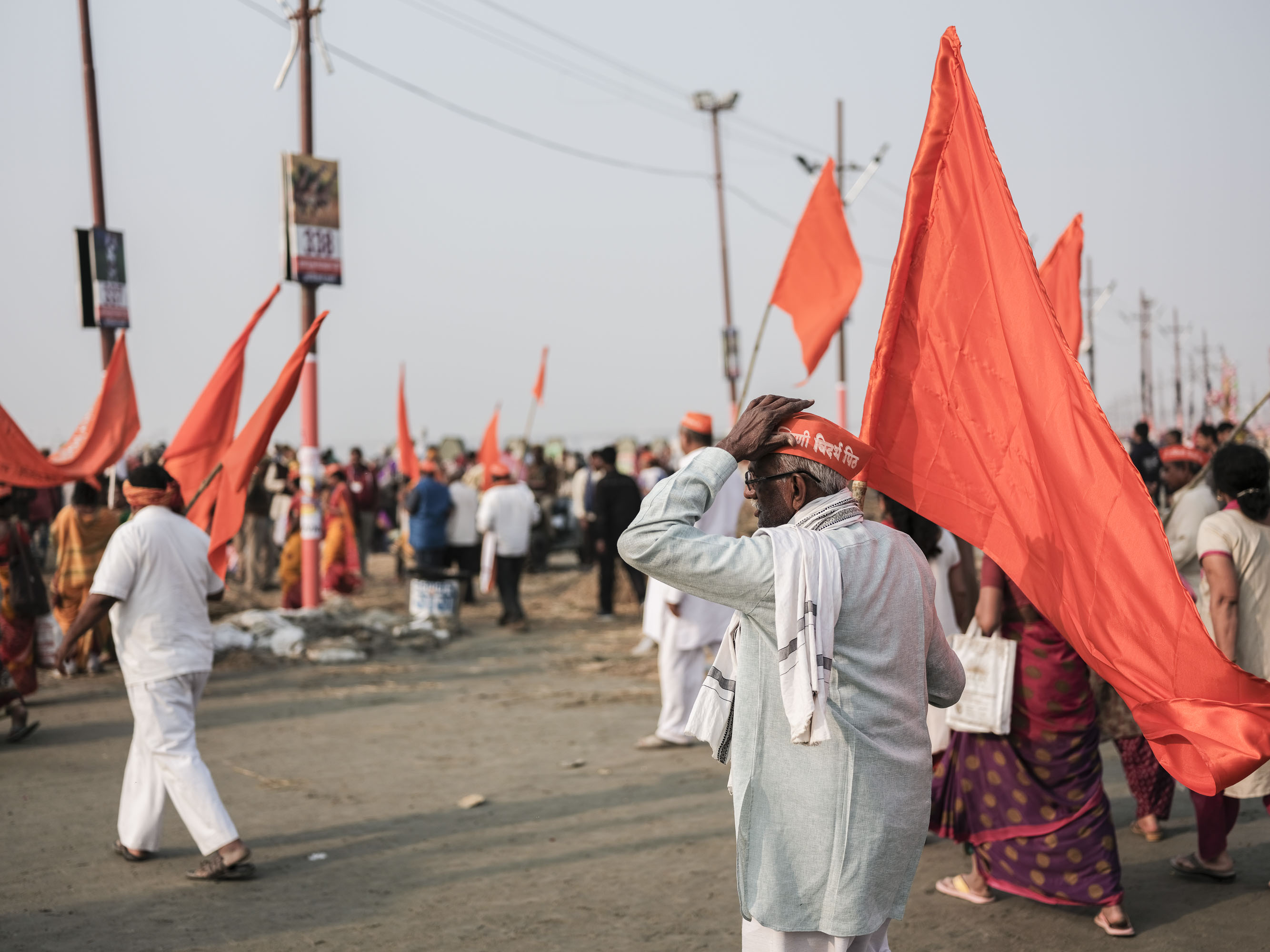 orange flag pilgrims Kumbh mela 2019 India Allahabad Prayagraj Ardh hindu religious Festival event rivers photographer jose jeuland photography