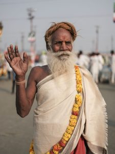 baba flower pilgrims Kumbh mela 2019 India Allahabad Prayagraj Ardh hindu religious Festival event rivers photographer jose jeuland photography