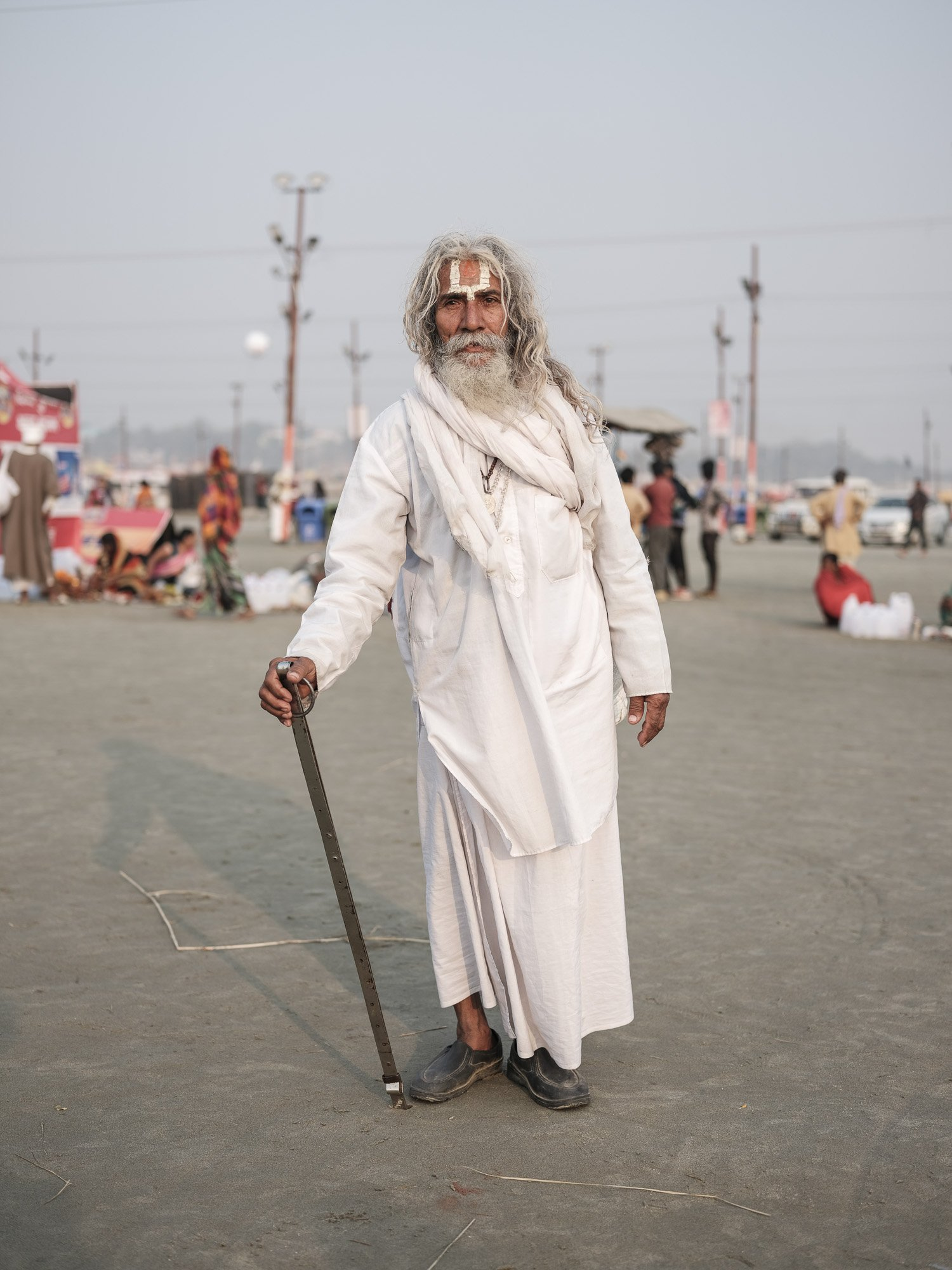 baba white cloth long hair pilgrims Kumbh mela 2019 India Allahabad Prayagraj Ardh hindu religious Festival event rivers photographer jose jeuland photography